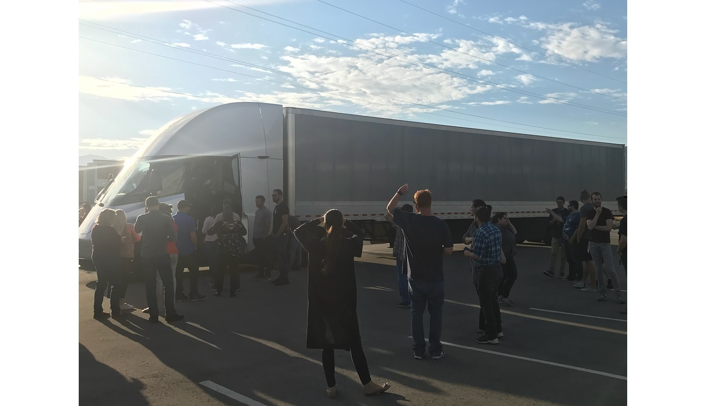 Electric truck Tesla Semi noticed on the roads of the USA